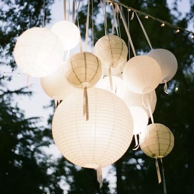 30pcs / Lot formato misto (20cm, 30cm, 35cm, 40cm) Lanterne di carta bianche lampioni di palla di carta cinese per la decorazione della festa nuziale Nuovo
