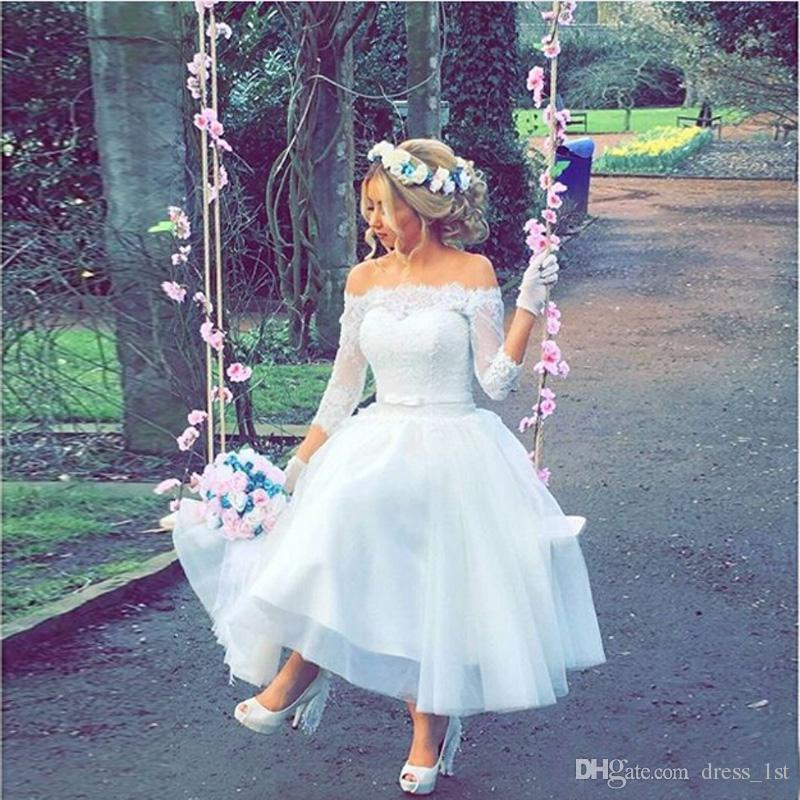 Romántico 2019 Short Garden Beach Country Vestidos de boda baratos fuera del hombro Tulle de encaje 3/4 Manga larga Longitud de té Vestidos de novia EN2094