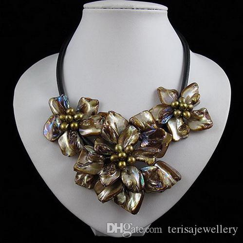 Nuova collana di conchiglie di perline conchiglia, gioielli in pelle di conchiglia marrone fatti a mano in pelle nera, gioielli da donna perfetti per matrimoni F-02
