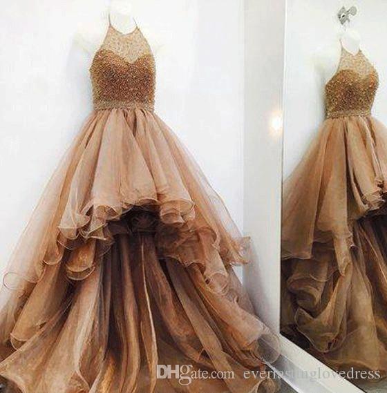 Champagne A linha de vestidos de baile com vestidos formais Halter bola vestido