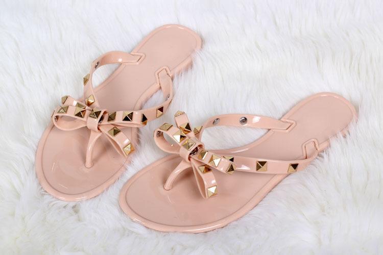 Nueva moda mujer sandalias de verano remaches grandes chanclas playa sandalias femeninas planas con envío gratis