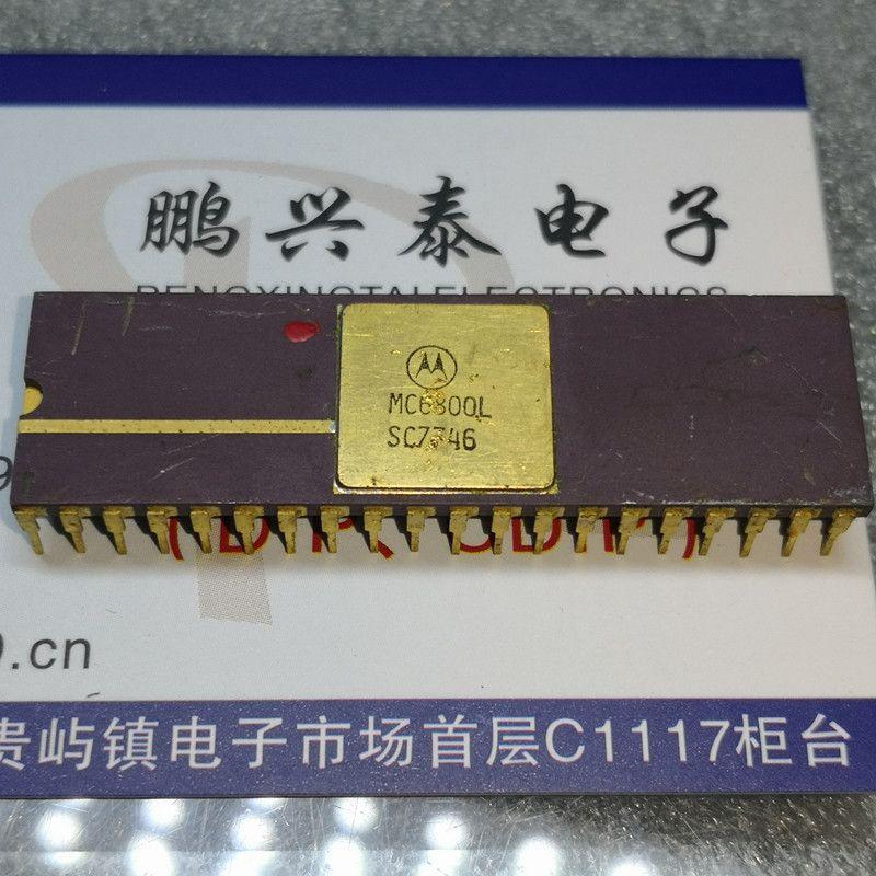 MC6800L. MC6800, 6800 Gold 8-Bit Mikroişlemci Cipsleri. Çift sıralı 40 pinli seramik paket Devreler IC'leri, Kullanılmış Vintage cpu koleksiyonu