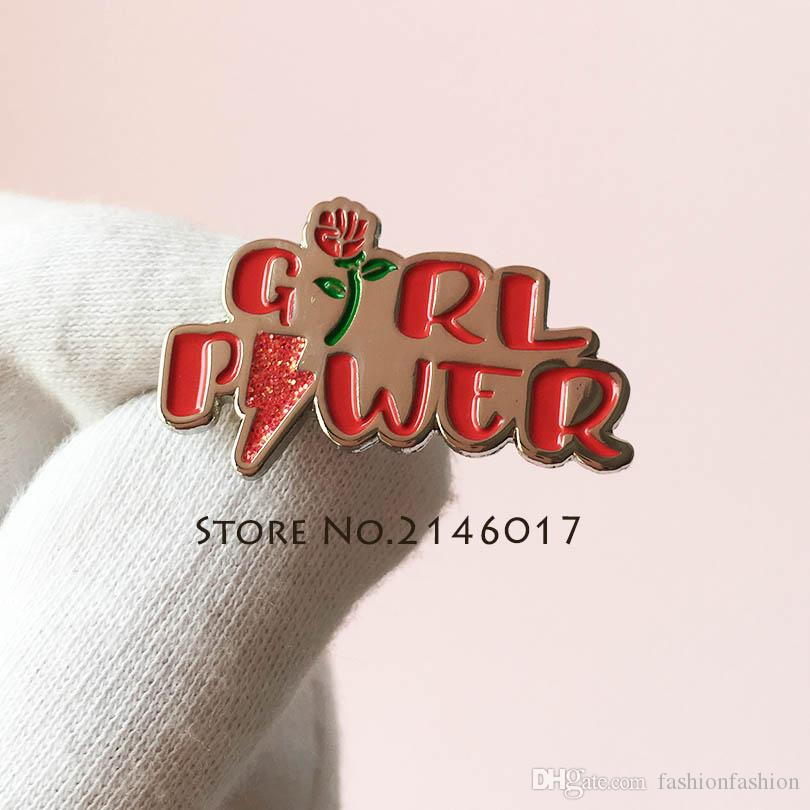 100 adet Özel Yumuşak Emaye Yaka Pin Glitter Rozeti Kız Güç Kadın Pin Broş Kırmızı Gül Feminizm kadın Feminist Motivasyon