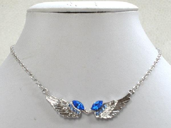 12pcs / lot En Gros Rhinestone Angel ailes de mode pendentif colliers chaîne de vêtements bijoux F141