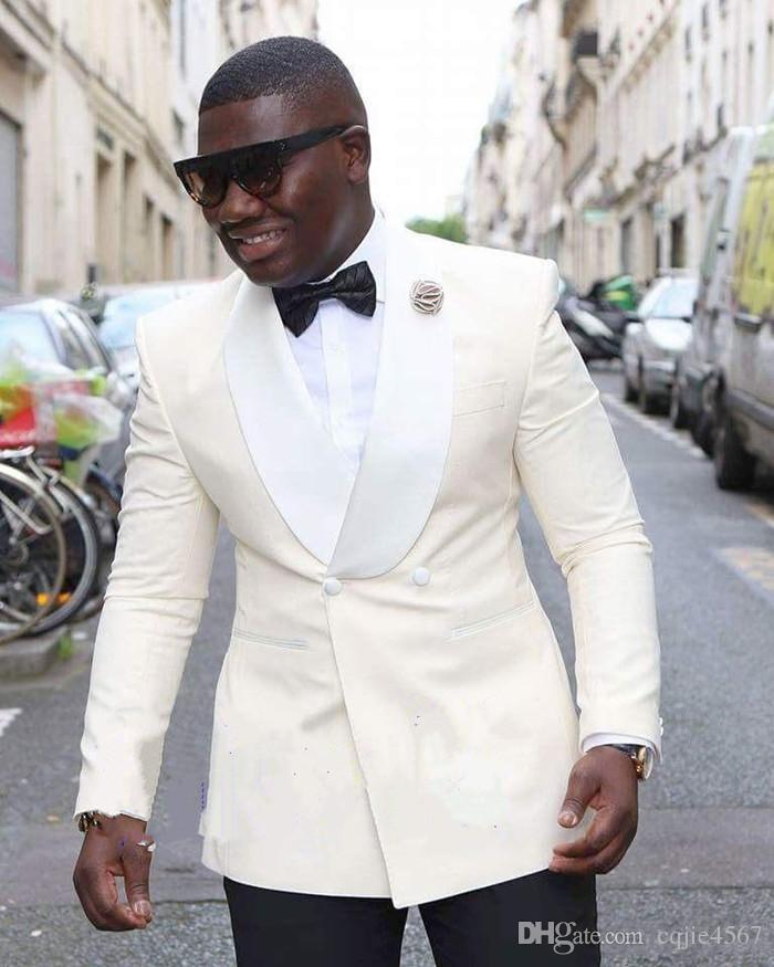 Klasik Stil Fildişi Damat Smokin Groomsmen Ucuz Şal Yaka Best Man Suit Düğün erkek Blazer Suits (Ceket + Pantolon + Kravat)