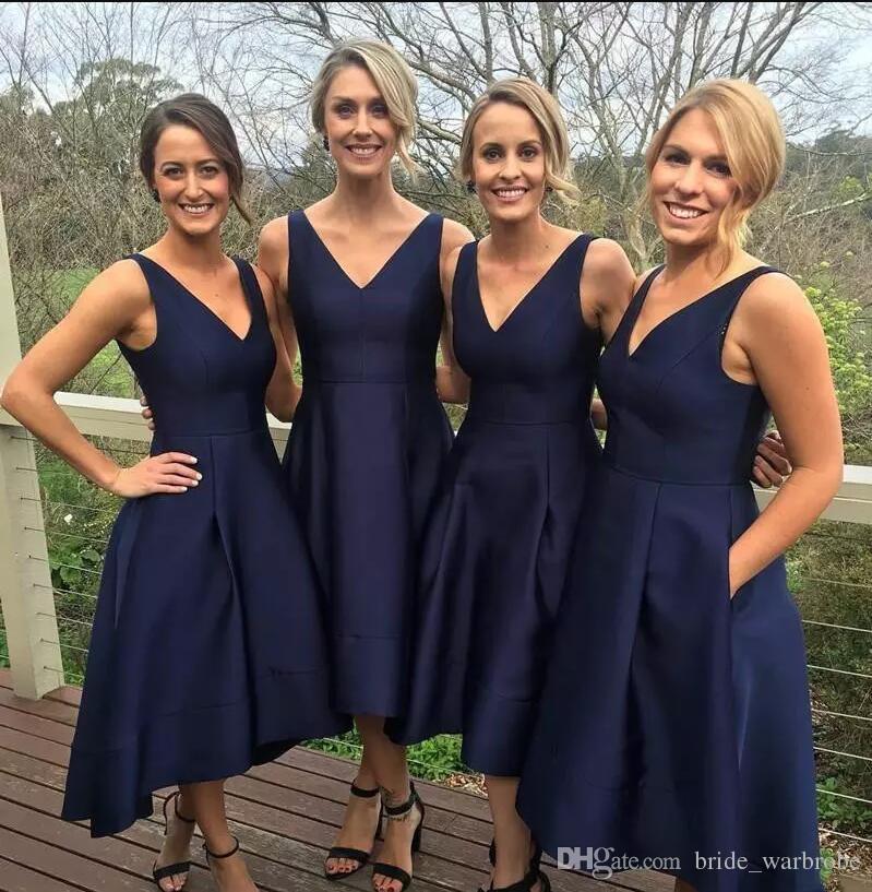 الأزياء الأزرق الداكن 2018 قصيرة وصيفة الشرف فساتين الساتان ارتفاع منخفض الخامس الرقبة بسيط خادمة الشرف اللباس مساء حزب أثواب رسمية prom اللباس