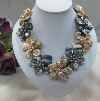 Champagne y perla de agua dulce negro Madre de Shell Weave Flower Pendant Necklace, joyería de cuero negro de la flor