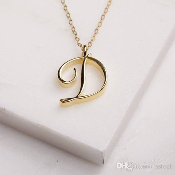 10pcs / lot Dainty Lettre D pendentif initial D Collier cursif de mode Monogram chaîne bijoux pour amis