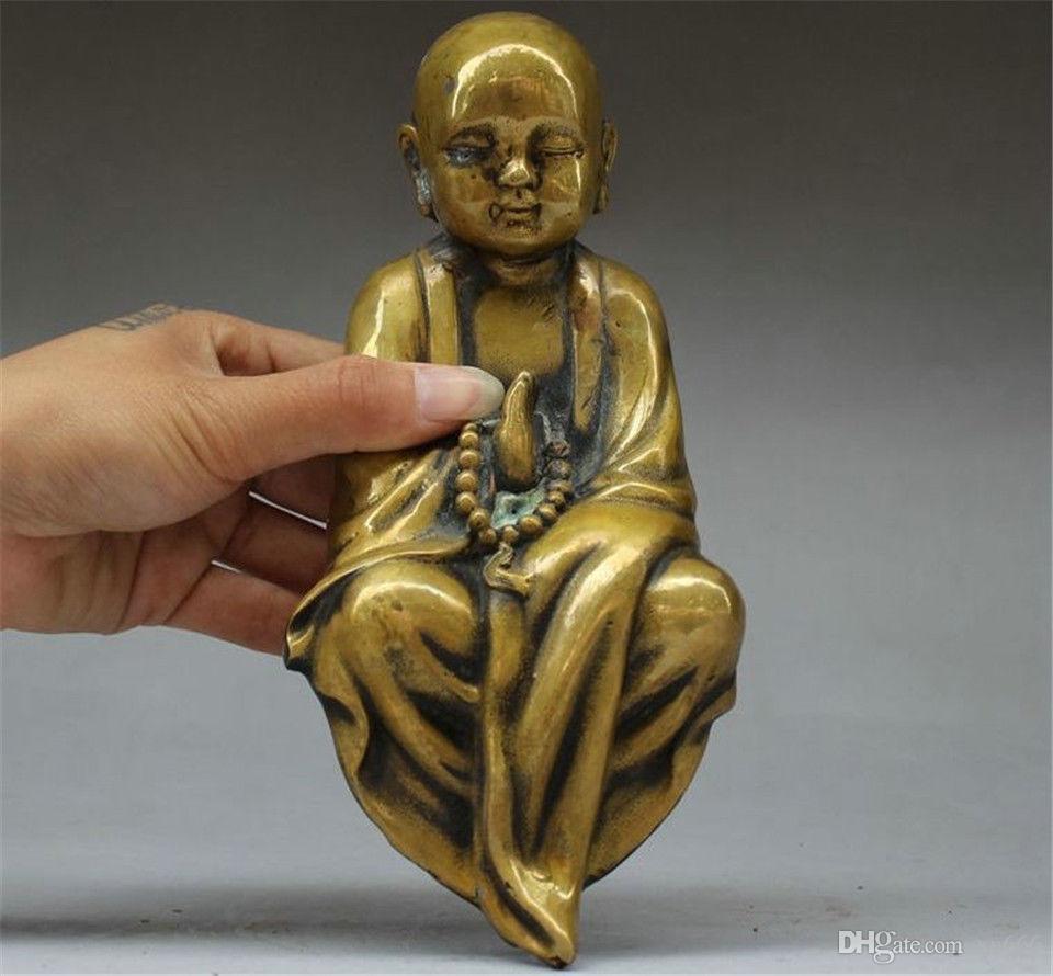 오래된 중국 불교 사원 순수한 청동기도 작은 불교 승려 부처님 동상