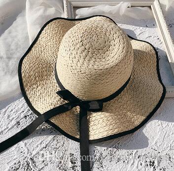 Chapeau de paille de protection solaire pour les vacances en bord de mer