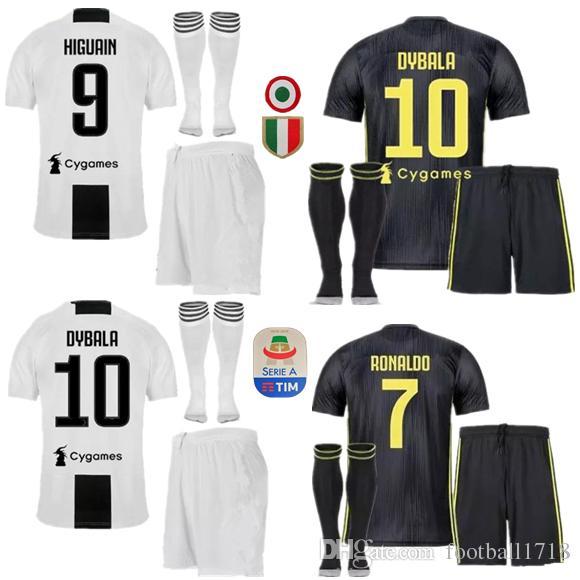 Acquista 18 19 Juventus Soccer Jersey Kit 2018 2019 Juve 7 RONALDO 9 HIGUAIN 10 DYBALA 11 D. Costa 17 MANDZUKIC BUFFON Terza Maglia Divise Da Calcio A ...