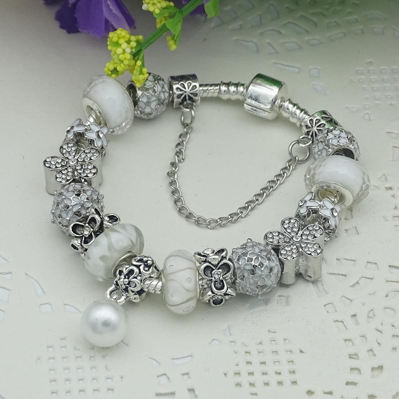 Bracelet en alliage à la mode en perles de verre blanches avec perles et breloqu