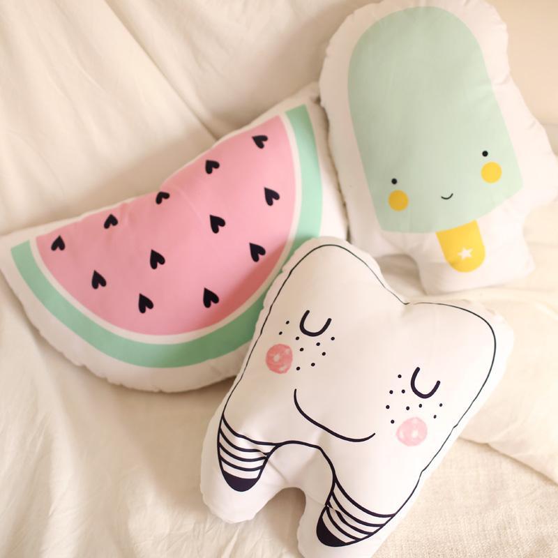 Karikatür Totoro Diş Karpuz Dondurma Yastık Yastık Bebek Sakin Uyku Oyuncaklar Dolması Peluş Bebekler Nordic Çocuk Yatak Odası Dekor