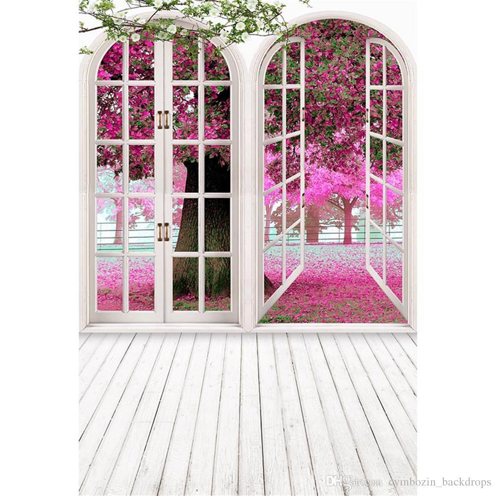 Indoor Room White Arched Doors Photography Fondali Petali di fiori rosa al di fuori del paesaggio di primavera Kids Wedding Photo Background Pavimento in legno