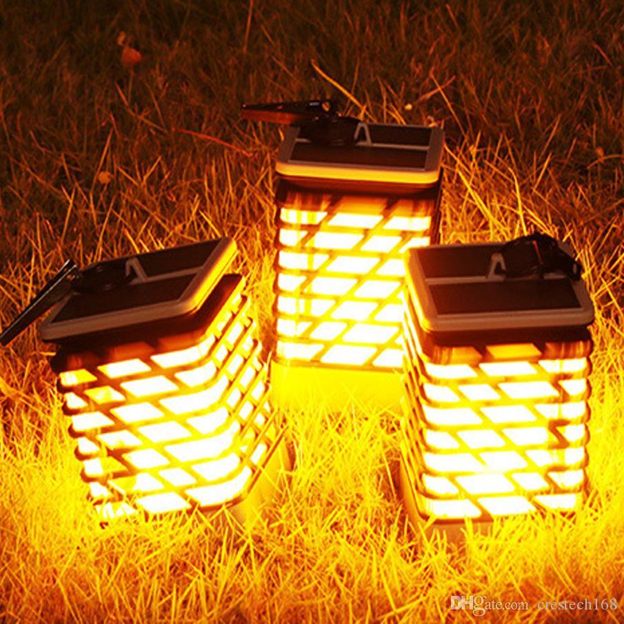 أضواء الطاقة الشمسية في الهواء الطلق أضواء الجدار لهب الخفقان للماء في الهواء الطلق مع الظلام الاستشعار السيارات تشغيل / إيقاف 66 أضواء LED تعمل بالطاقة الشمسية ليلة