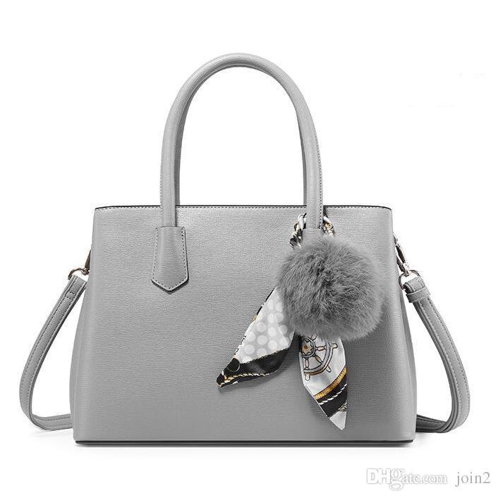 Bolsos de moda en gris