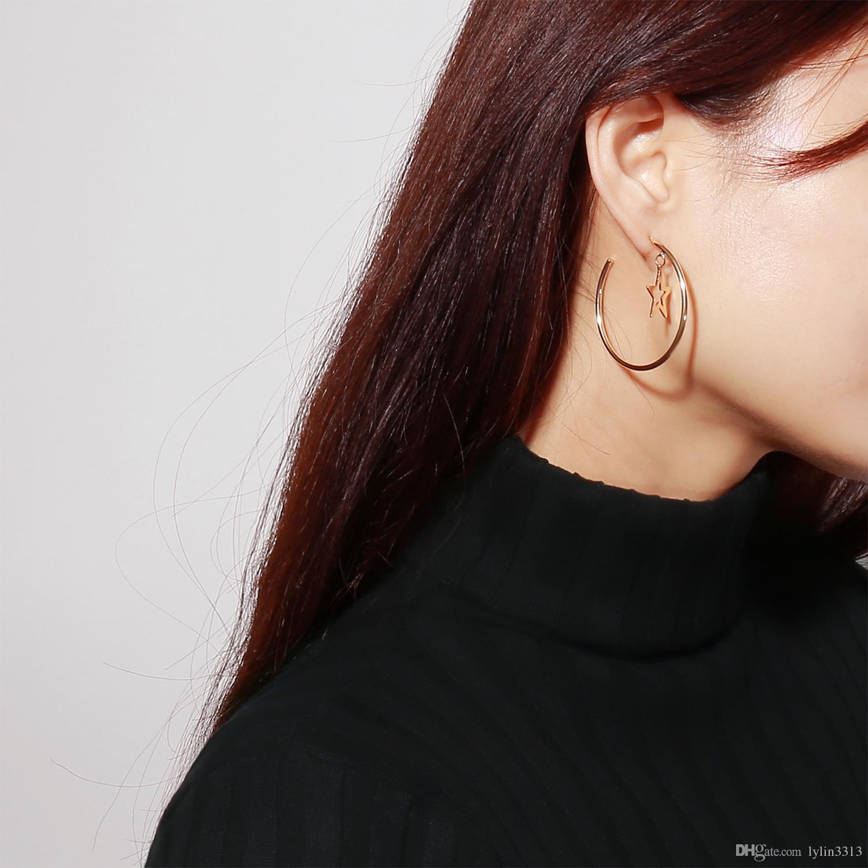 2 Cores New Arrival Big Hoop com Estrela Encantos Dangle Brincos para Mulheres Coréia Do Partido Exagerar Ear Wear Moda Jóias 12 par