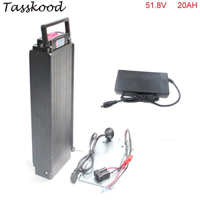 Trasera de la batería de litio del estante 51.8V batería 20Ah eBike 52V 1000W 18650 batería con un cargador 2A + luces de encendido y luces traseras