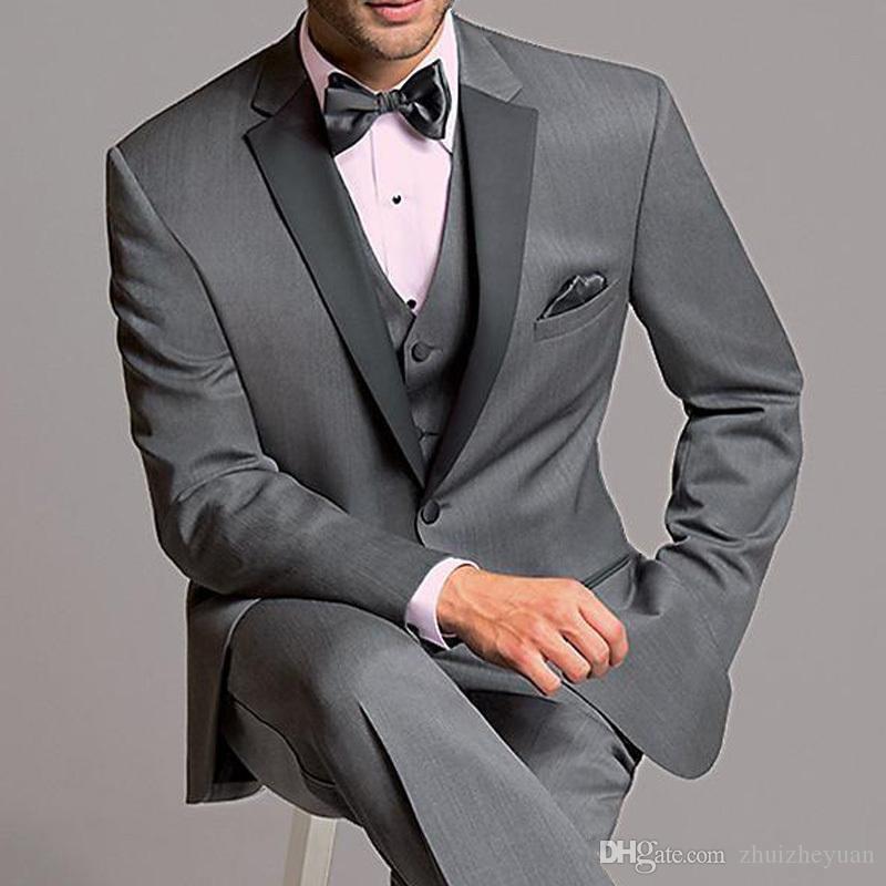 Trajes de novia estilo clásico gris 2018 barato Tres juegos de Party Pieces padrinos de esmoquin con muesca solapa del negocio de los hombres (Jacket + Pants + Vest)