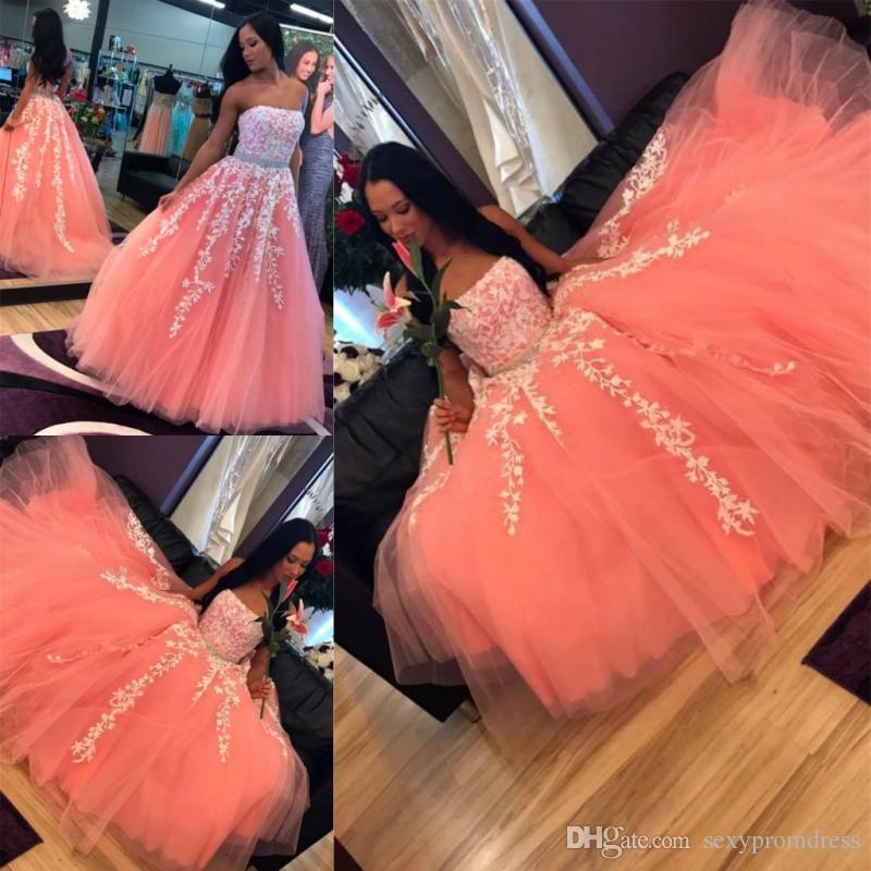 부드러운 Tulle Muti-Layers 댄스 파티 드레스 섹시한 Strapless 화이트 레이스 Appliques 이브닝 드레스 페르시 벨트 바닥 길이 공식 파티 드레스