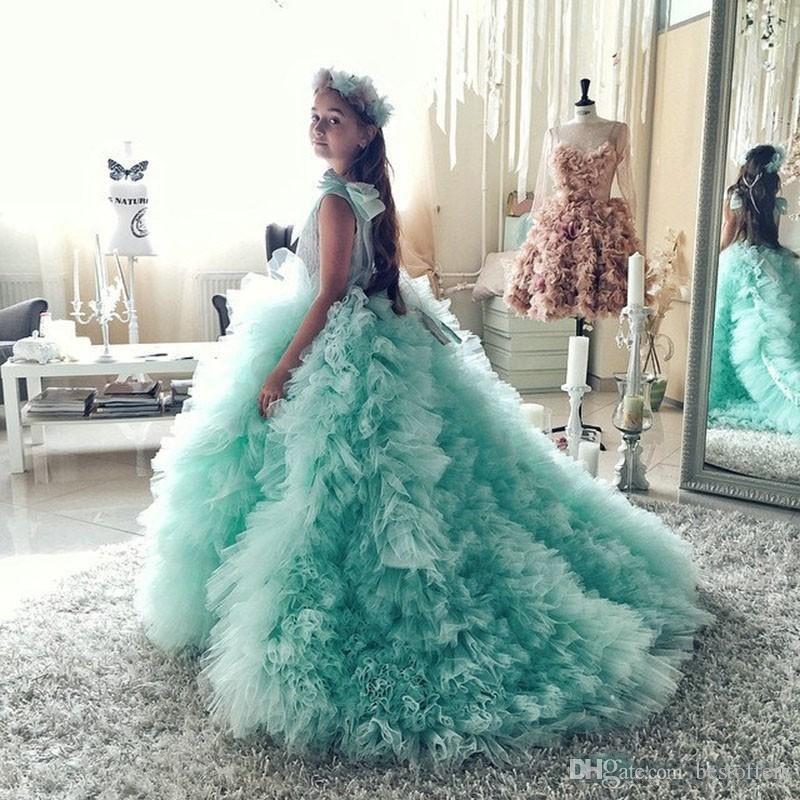 Menta Verde O Pescoço Vestidos Da Menina de Flor 2018 Vestidos Pageant para Meninas Glitz Tribunal Trem Babados Com Arco Crianças Vestidos de Aniversário BA9988
