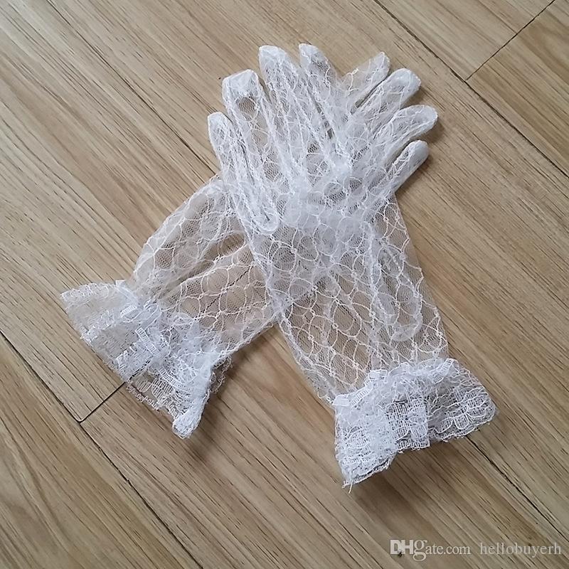 Wholesale Lace Full Finger Bridal Gloves Banquet Opera Women Short Gloves Wrist Length Short Bridal Wedding Gloves 2018 Bridal Accessories
