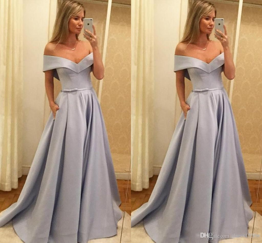 Großhandel Off Shoulder Abendkleider Bogen Band Open Back Satin Einfache  Abendkleid Abendkleider Roter Teppich Kleid Nach Maß Von Dress20s, 20,20  €