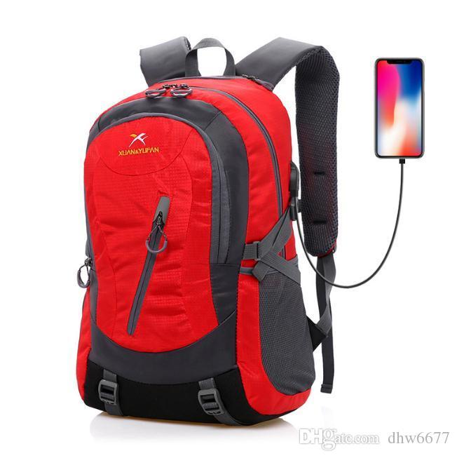Borsa sportiva da spalla sportiva all'ingrosso, borsa da alpinismo in nylon impermeabile USB, zaino da viaggio per uomini e donne.