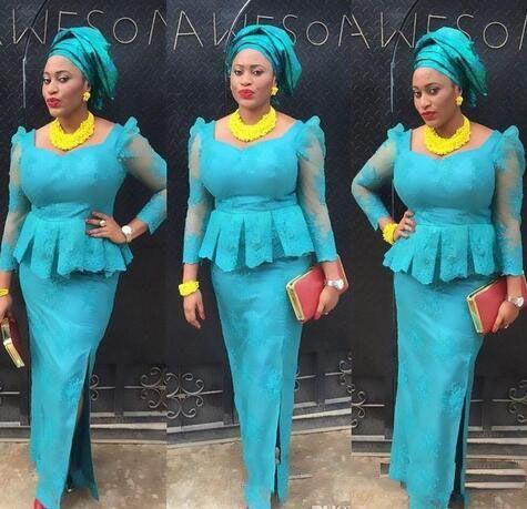 2018 Bleu Robes De Soirée De Soirée Robes Pour Femmes Noires Plus La Taille Africain Dentelle Nigérianienne Robe Fentes Manches Longues Pas Cher Robe De Bal