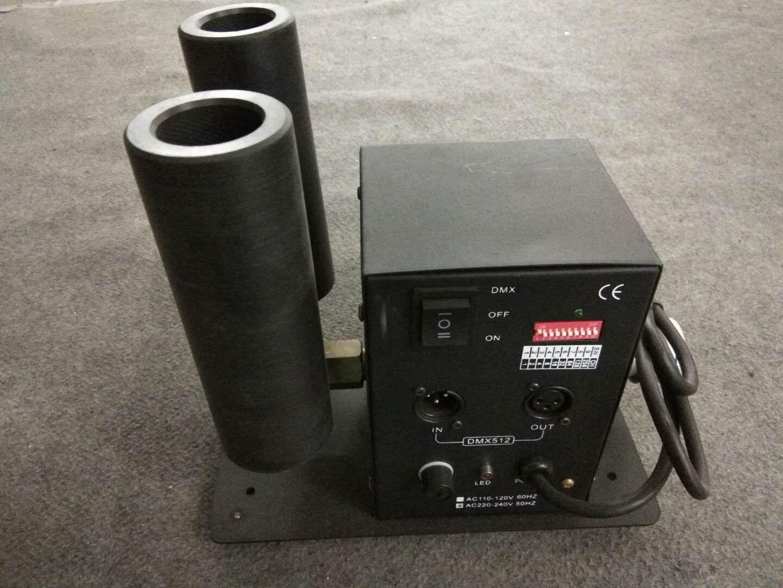 1x CO2 제트 기계는 2 개의 관 90V-240V 마개 + 512 DMX 6 미터 호스를 가진 연기 효력 이산화탄소 장치 단계 점화를지도했다