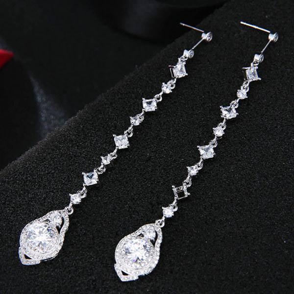 Ornamenti di orecchini di chiodo dell'orecchio temperamento di personalità di pietra di zirconio dolce di modo dolce