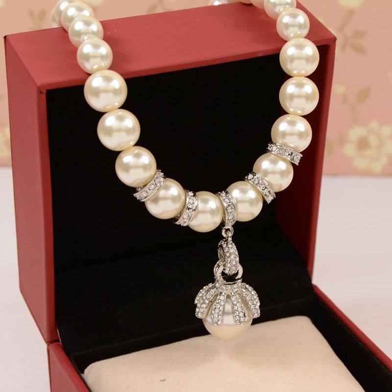 Gioielli all'ingrosso Donne Collana di perle simulate Girocolli Marchi di stilisti di moda in oro colore collane 2016 Gioielleria Joias