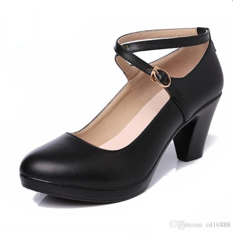 Zapatos de tacón alto de mujer elegante y cómodo 2018 otoño de primavera Zapatos de cuero real de gran tamaño Mujer Zapatos de trabajo negro tacones altos 6 y 8 Cm