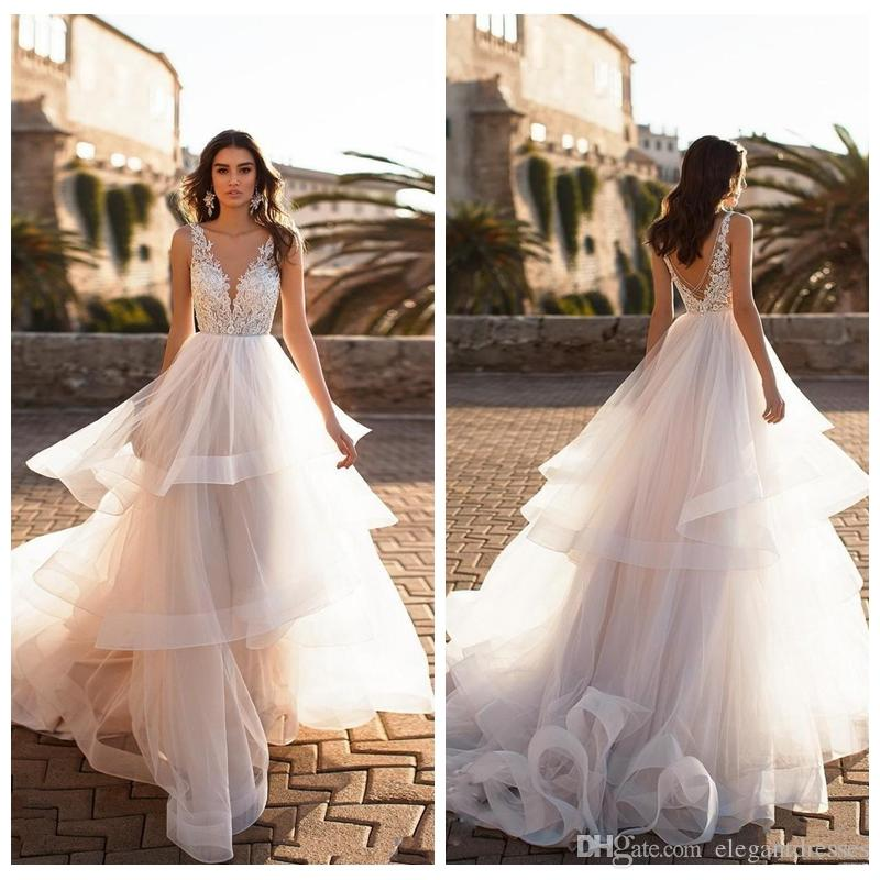 2019 New Fashion V-Neck Lace Appliques A Line Pricess Wedding Dresses Tiered Skirts Bridal Gowns Backless Beautiful Vestidos De Mariee