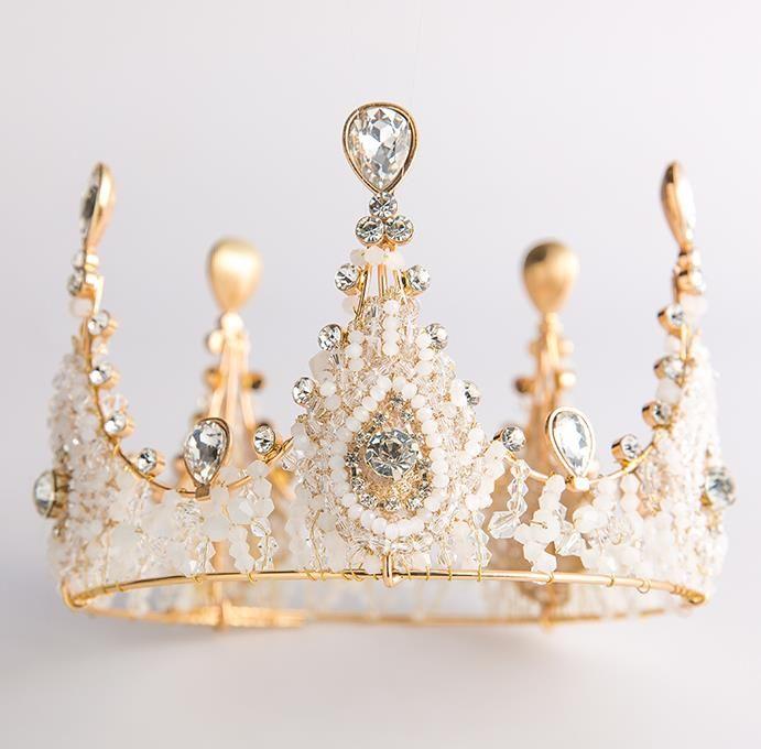 Коронованная особа, невеста, большая корона, европейское свадебное платье стиля, свадебный головной убор, воздушная корона.