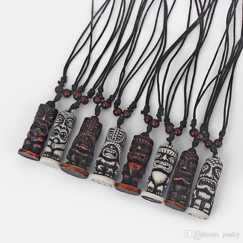 12pcs braun / weiß Tribal Faux Yak Knochen geschnitzt Tiki Mann Totem Anhänger Halskette Black Wax Cotton Cord Schmuck