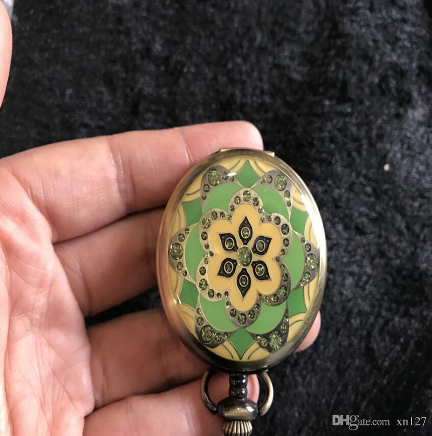 L'antiquariato antico vecchio mini orologio da tasca flip orologio mostra chiara decorazione classica meccanica digitale tavolo artigianale