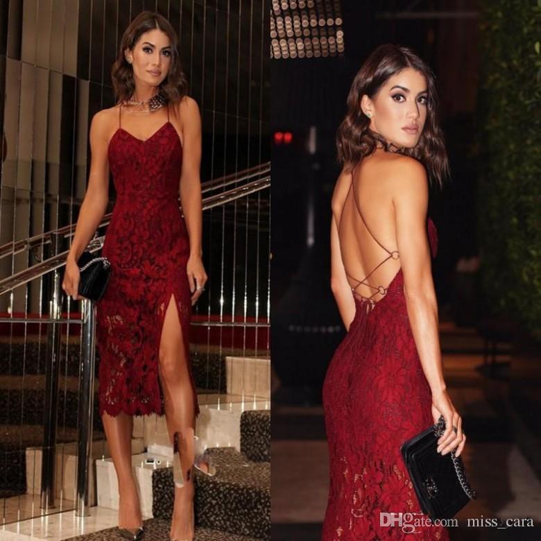 Vestidos de cóctel atractivo del cordón de Borgoña correas espaguetis Volver Criss Cross correas partido traje de gala de Split corto vestido de fiesta