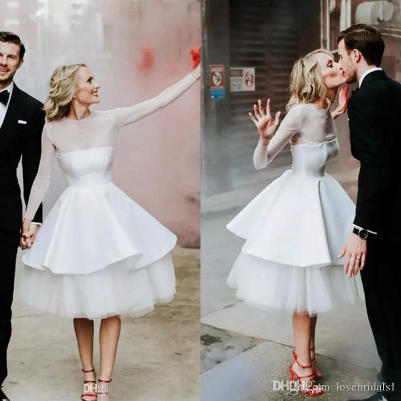 Modeste Illusion Sheer Manches longues Manches courtes Robes de mariée pas cher longueur au genou Country Garden Beach Casual Robes de mariée Custom Made