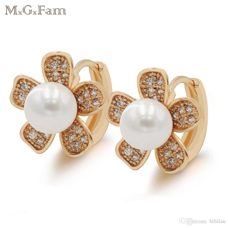 (449E) Glatte weiße simulierte Perlen-Ohrringe Band-Blume für Frauen-elegante Art- und Weiseschmucksachen 18k Gelb-Goldfarbe