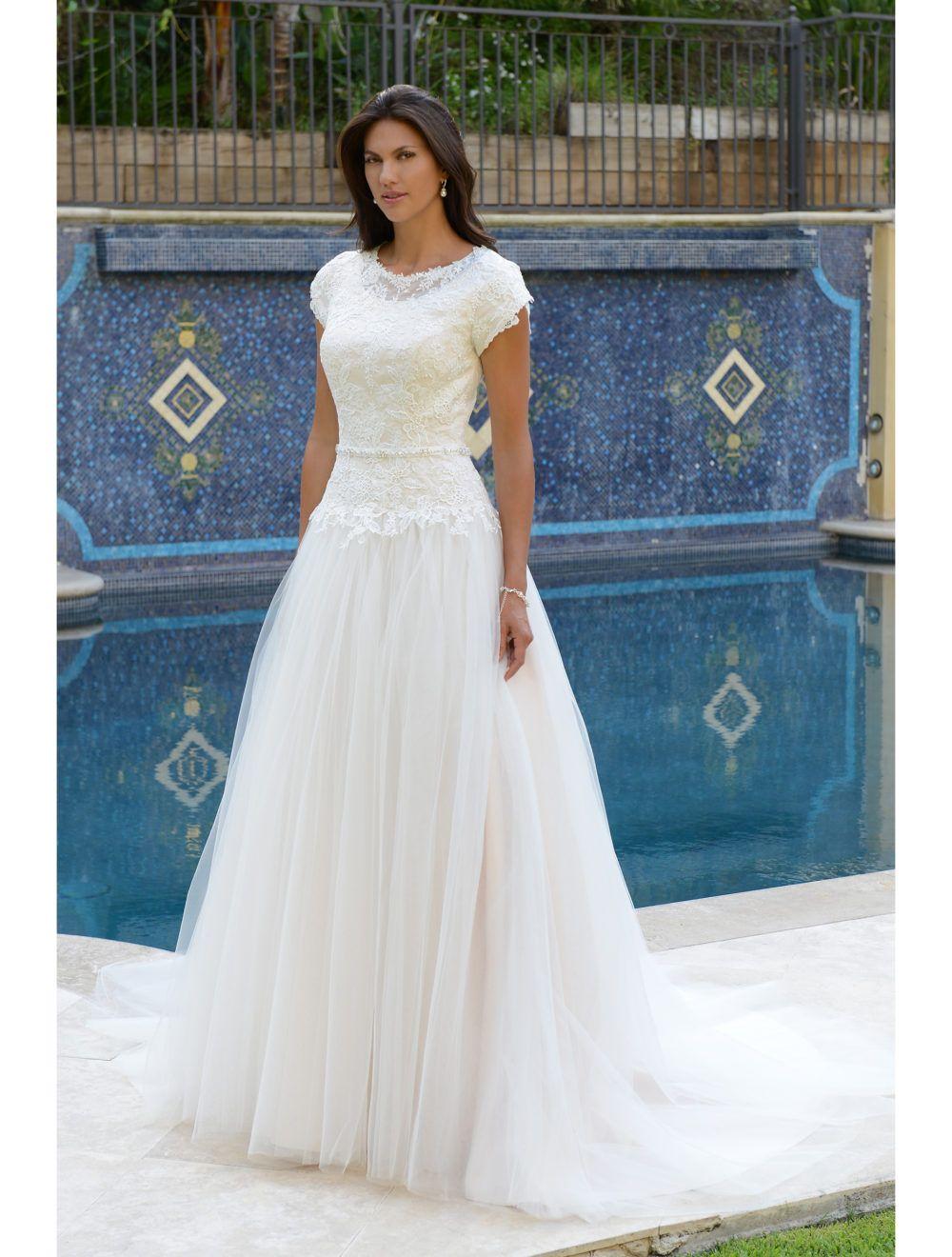 Großhandel 2018 New Lace Tüll Modest Brautkleider mit Blütenblatt ...