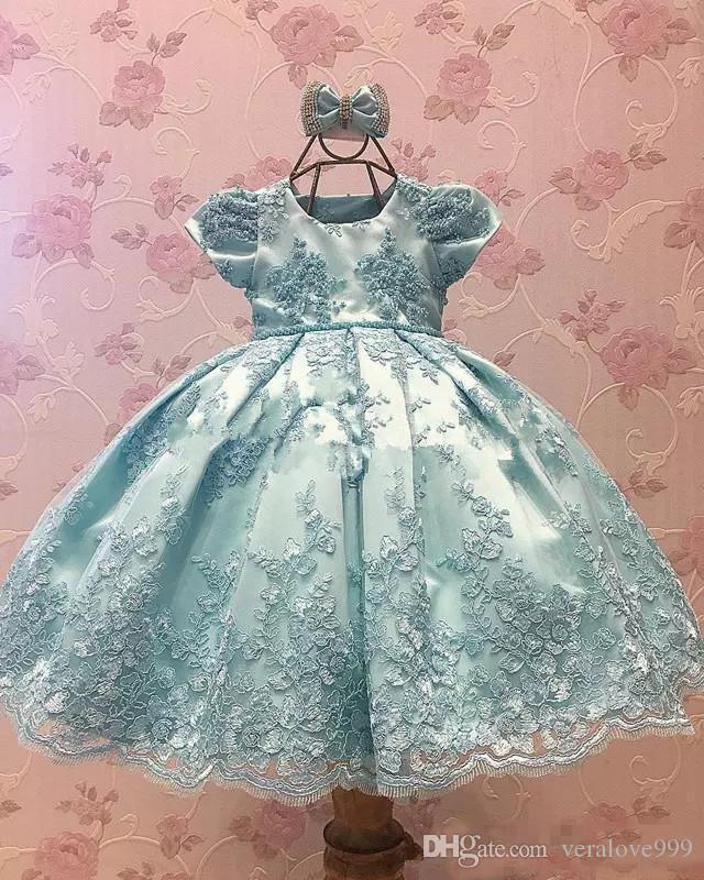 Robes de fille de fleur de lacets princesse pour mariages manches courtes sans dos petites filles pageant robe de ballon appliques premières robes de communion