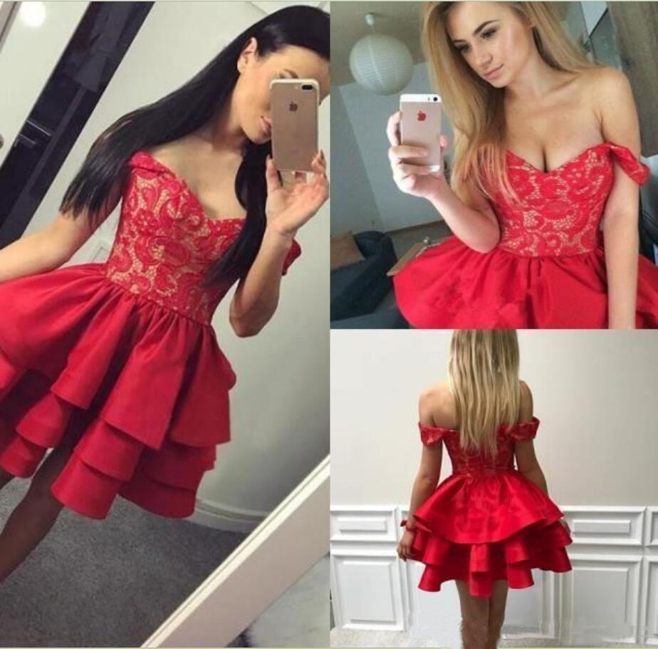Plissados em camadas vermelho curto Vestidos Homecoming 2019 Ombros baratos Off Appliqued Mini graduação Cocktail Vestidos Curto partido do doce 16 Vestido