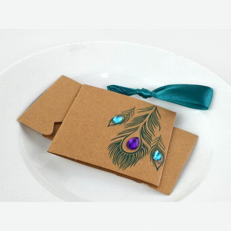 Mücevherli Peacock Feather Kraft Iyilik Kutusu Düğün Gelin Duş Doğum Günü Partisi Şeker Kutuları vinatge takı el yapımı sabun hediye kutusu