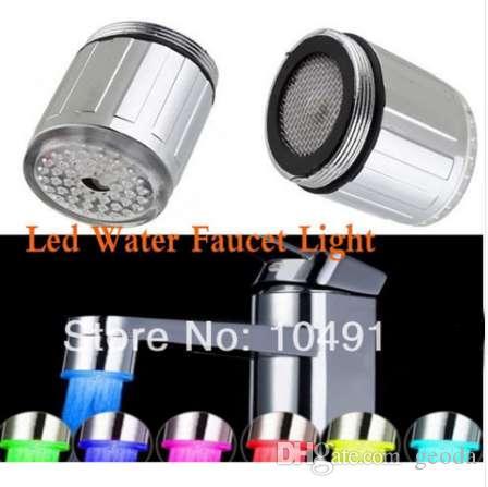 Torneira de Água LEVOU Luz 7 Mudança Colorida Brilho Fluxo de Duche Cabeça adaptador universal externo Esquerda parafuso Cozinha Torneira Do Banheiro