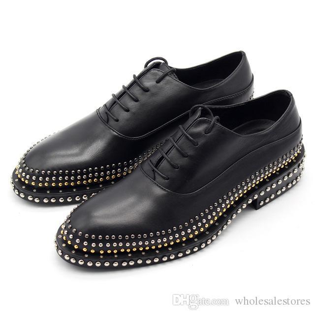 Sapatos de couro dos homens feitos à mão rebites cavalheiro de renda de couro baixo para ajudar os homens nobres dos homens sapatos Oxfords