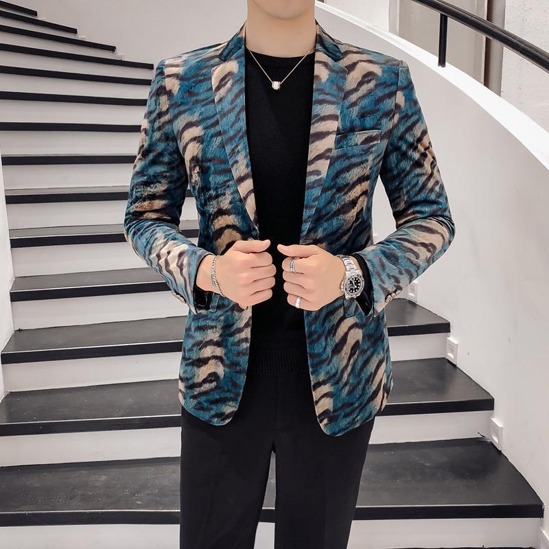 Мужские костюмы Blazers 2021 осень зимний костюм куртка дизайн леопардовый принт бархат клуб вечеринка вечеринка PROM мужчины Blazer Mandarin Slim Fit Homme