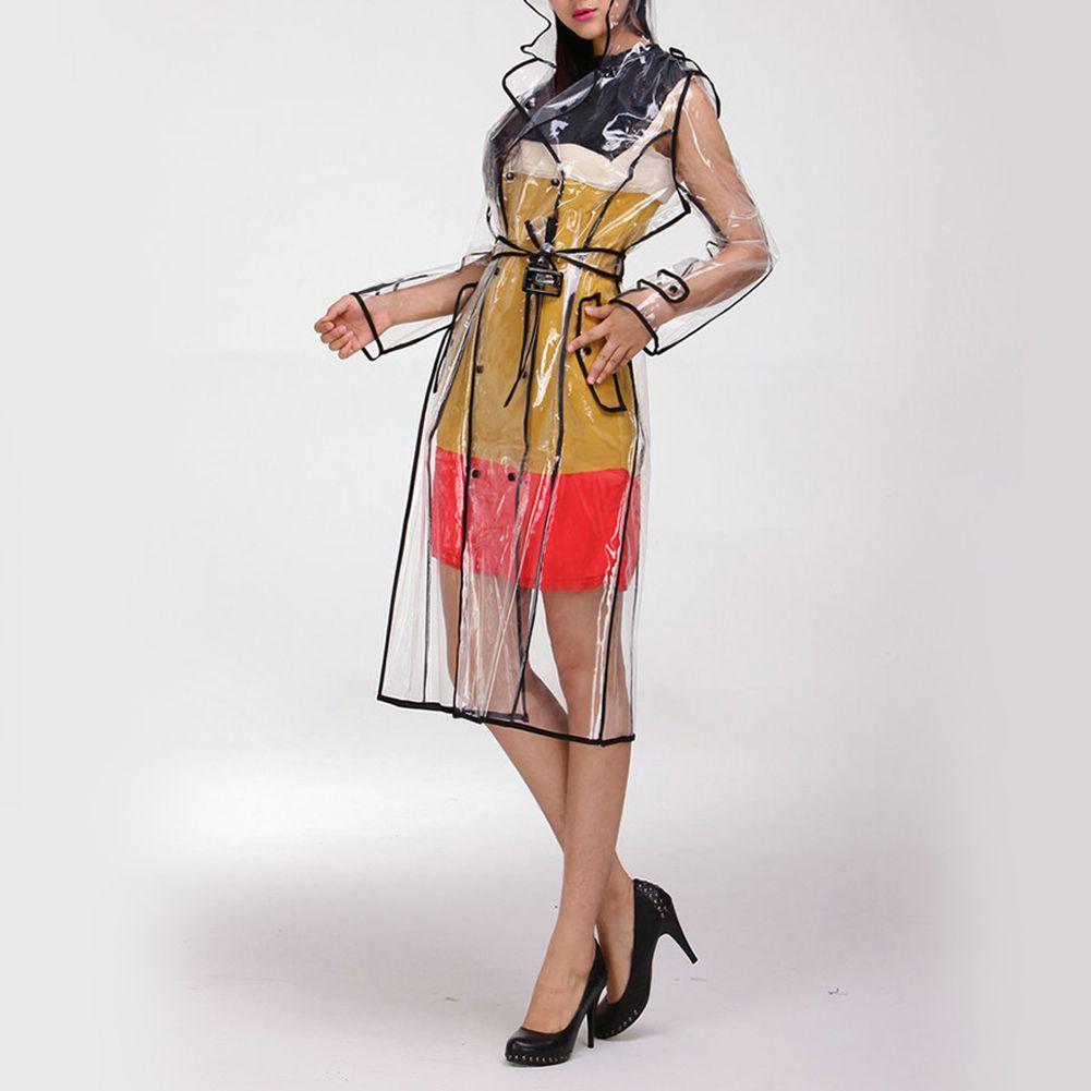 عباءة النساء EVA شفاف مقاوم للماء مع حزام واضح مدرج طويل مقنع سترة واقية في الهواء الطلق بطول الركبة وملابس ضد المطر
