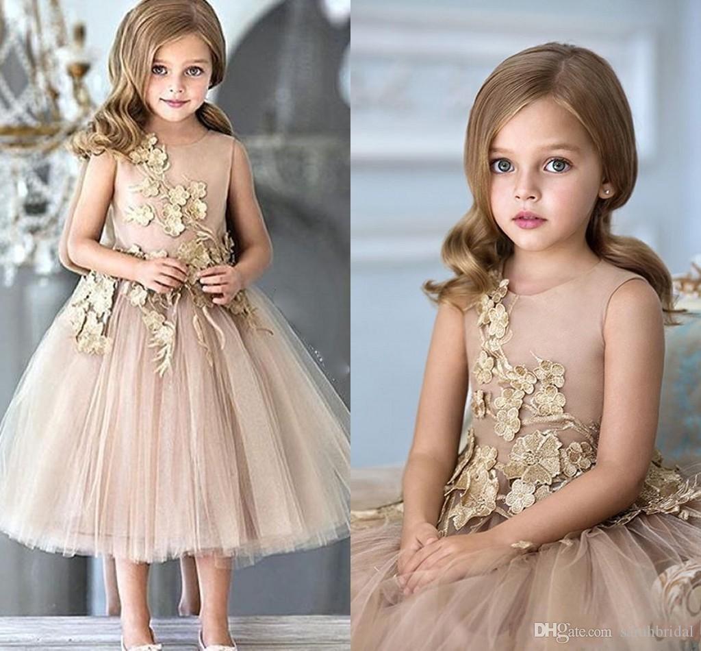 Vestidos de flores para bodas Champagne Tul Apliques Té Longitud Una línea Chicas Vestidos de desfile Cremallera Volver Vestido de fiesta personalizado para niños