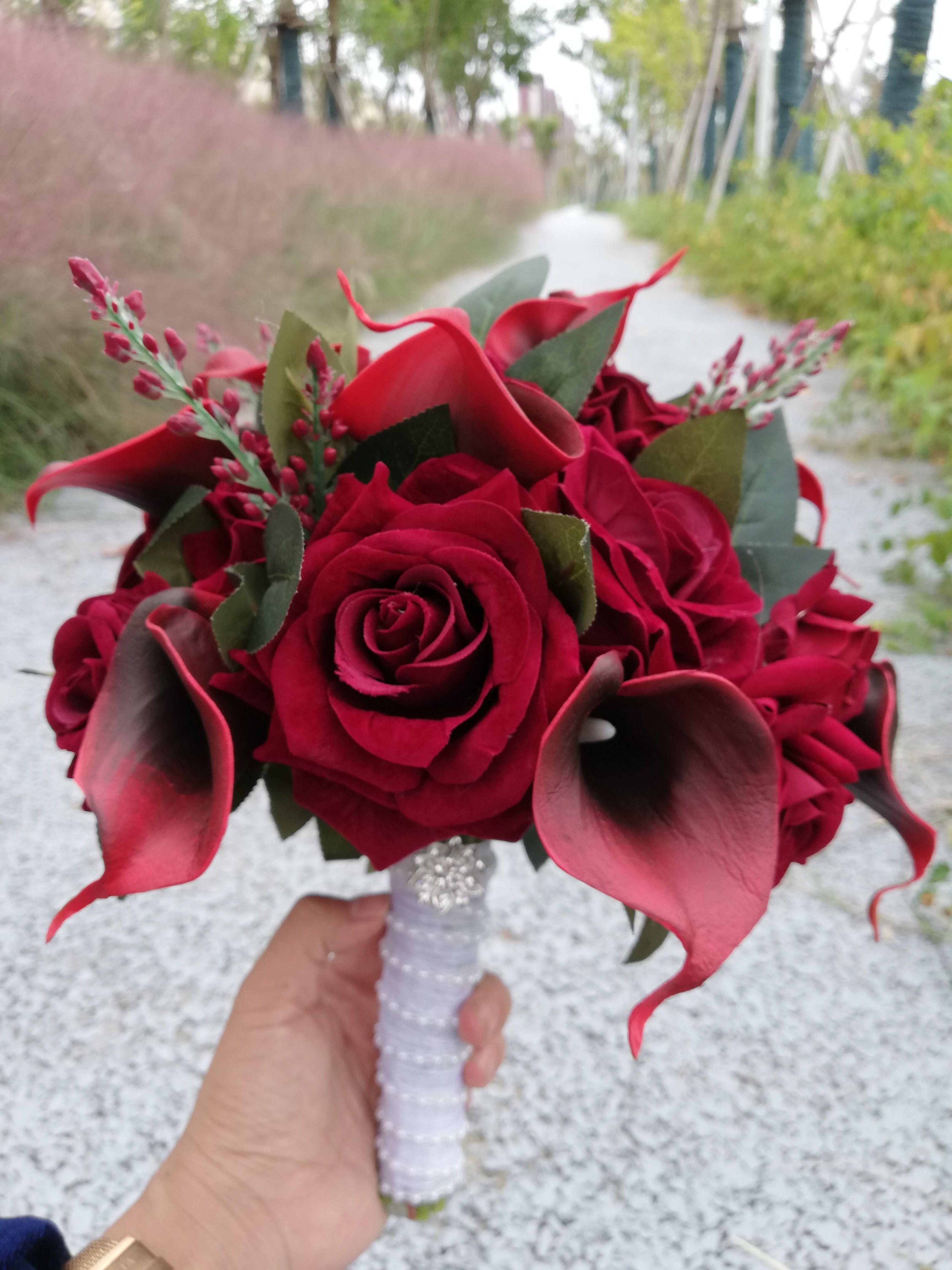 Runde Burgunder Hochzeitsblumen Künstlicher Schwarzer Kern Calla Lilies Hochzeitsblumensträuße Rose Brautsträuße De Mariage Rose